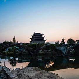 上甘棠村内至今仍保存着200多幢明清时代的古民居。此外,村庄里留下了大量的明清建筑,如明万历四十八年的文昌阁、明弘治六年的门楼、明嘉靖十年、清乾隆年的步瀛桥、民国二年的石围墙等,还有一批明显带有宋代特征的古建筑。创建于一千多年前的村庄,在历经千年风雨后,村庄的村名、位置、居住家族始终不变。