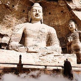 云冈石窟位于中国北部山西省大同市西郊17公里处的武周山南麓,石窟依山开凿,东西绵延1公里。存有主要洞窟45个,大小窟龛252个,石雕造像51000余躯,为中国规模最大的古代石窟群之一,与敦煌莫高窟、洛阳龙门石窟和天水麦积山石窟并称为中国四大石窟艺术宝库。