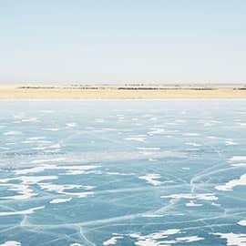呼伦湖当地牧人称它为达赉诺尔,又名达赉湖、呼伦池。其90%的水域,位于内蒙古自治区呼伦贝尔草原内,为构造成因的矿化度受环境影响较大的淡水湖。呼伦湖是内蒙古第一大湖、中国第五大淡水湖、东北地区第一大湖,与贝尔湖为姊妹湖。呼伦湖是中国北方数千里之内唯一的大泽,呼伦湖有八个著名景区分别为水上日出、湖天蜃楼、石桩恋马、玉滩淘浪、虎啸呼伦、象山望月、芦荡栖鸟、鸥岛听琴。