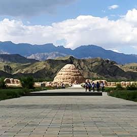 西夏王陵又称西夏帝陵、西夏皇陵,是西夏历代帝王陵以及皇家陵墓。王陵位于宁夏银川市西,是中国现存规模最大、地面遗址最完整的帝王陵园之一,也是现存规模最大的一处西夏文化遗址。