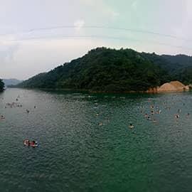 万绿湖是华南地区第一大湖,又名新丰江水库,是华南最大的生态旅游名胜,国家4A旅游景区,因四季皆绿,处处皆绿而得名。