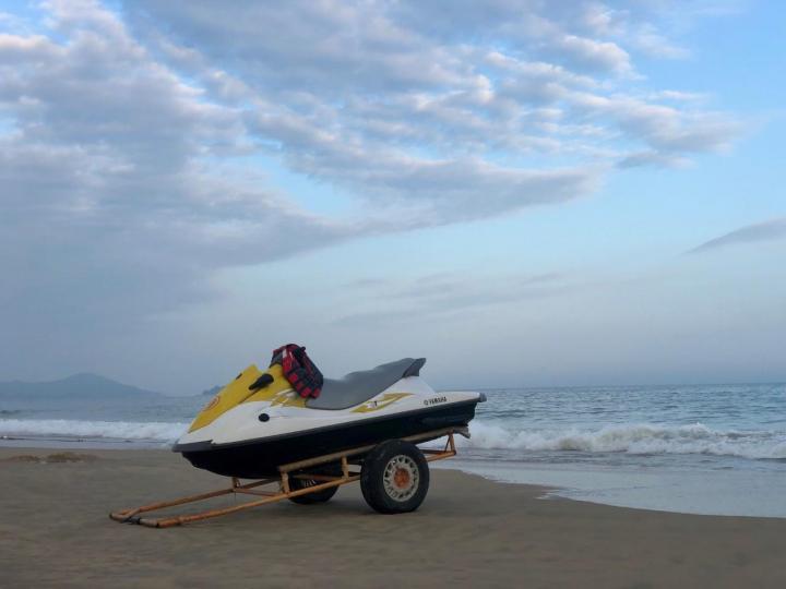 阳江的海陵岛不错 春节前开车去住了10天 感觉非常不错 宜人的气候 体感舒适 丰富的海产品 阳光 沙滩 海浪 日出日落 …
