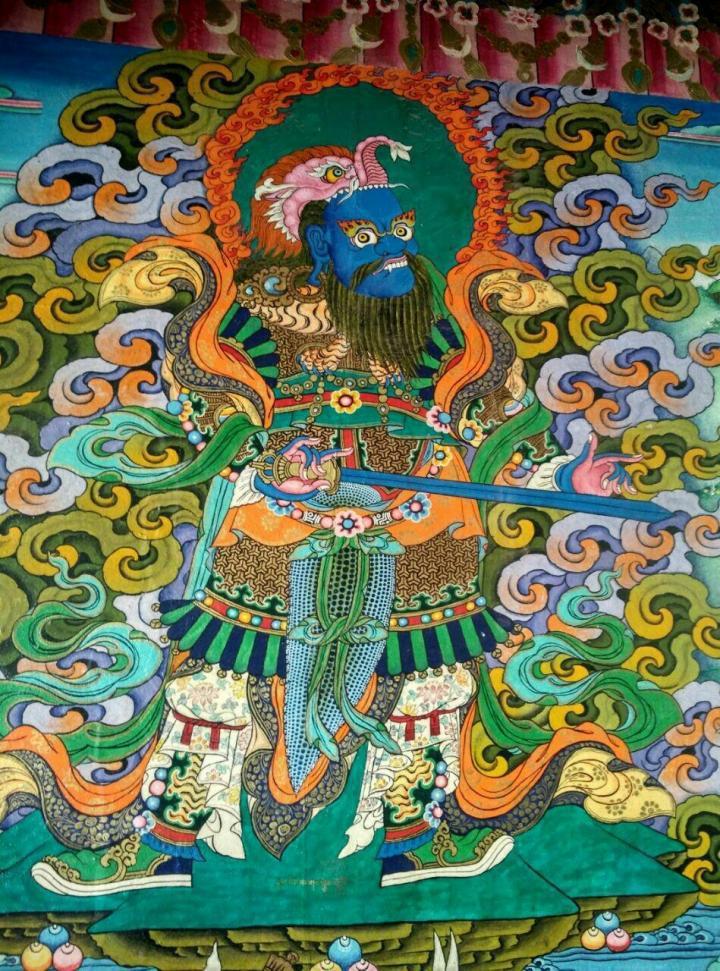 强巴林寺,位于昌都镇内的昂曲和杂曲两水交汇处,寺庙的建筑基本是白墙红顶,房顶上有很多形状怪异的神兽,寺庙门口有很多信徒在参拜,整体感受很肃穆,让人产生敬畏之情。喜欢强巴林寺这种神秘的景点。