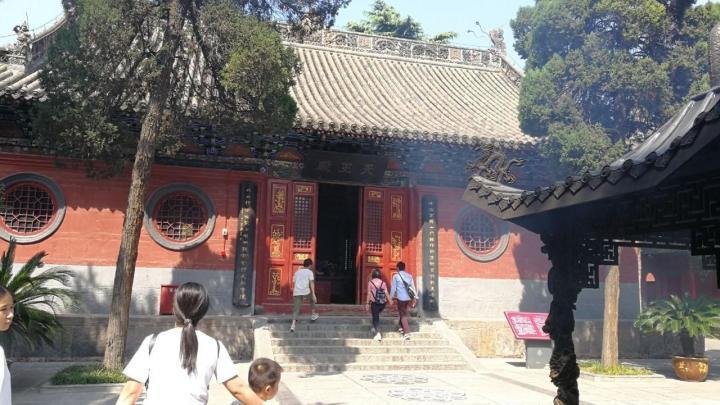 白马寺,洛阳白马寺建于东汉永平十一年(68年),是佛教传入中国后兴建的第一座寺院,寺内保存了大量元代夹纻干漆造像如三世佛、二天将、十八罗汉等,弥足珍贵。
