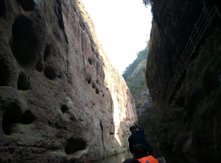 泰宁世界地质公园位于福建三明市泰宁县境内,这里的水上丹霞别有一番韵味,景区里的大金湖可以坐游轮,适合带家人出行