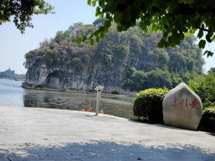 象山景区,象山旅游景点有:石浦古城、花岙岛、等慈禅寺、松兰山海滨旅游度假区等景点,全国各地过来游玩的人很多,这里不仅有丰富的人文资源,也有丰富的自然资源。