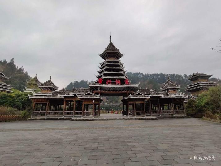 肇兴侗寨是贵州最大的侗族村寨,这里的侗族文化是最浓厚的,这里的山寨建筑都极具特色,他们还有赖以生存的梯田,都是田园民族画卷。