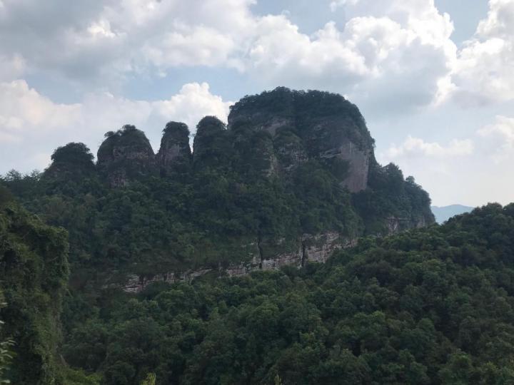 广东梅州五指石景区是广东地区有名的丹霞地貌景点,自驾游五指石靠近福建,从广州开车过去需要六个小时