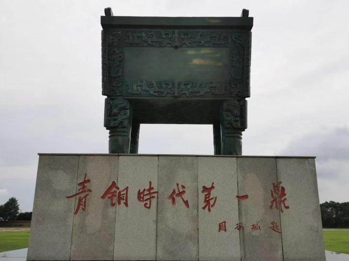 殷墟,其实殷墟遗址已经来过一次,但觉得非常值得,因为它的存在,把中国商历史确认无疑,没有任何杂音,想想中国号称5000年历史,在讲究实证的国外人士看来,也就不到3000年,甲骨文乃至殷墟的发掘,使商历史从文字成为真实。