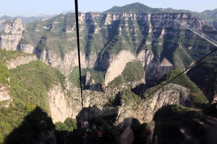 通天峡风景是山西长治平顺县的景区,景区的山顶有餐馆,在上面吃饭是一种不错的体验,景区距离高速口不远,自驾游很方便。