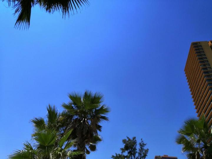 双月湾,双月湾真的很漂亮,海滩平整,怪石嶙峋,惊涛拍岸,……干净软糯的沙滩,还有各种不规则的礁石,下海玩耍非常放松愉快惬意,我还在海边捡了很多贝壳。