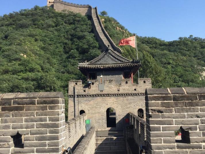 明朝八达岭水关长城就在北京市西北角四十公里,自驾游一小时,八达岭水关长城是属于八达岭长城的东段是个箭楼,长城建筑奇特,攀登有一定难度。