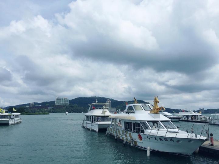 台湾日月潭是到台必打卡的景点,也是为了证明儿时书本的描绘的日月潭的秀美,我们自驾环湖能见到湖边惬意生活的人们,还有很多带着好心情骑车的游客们