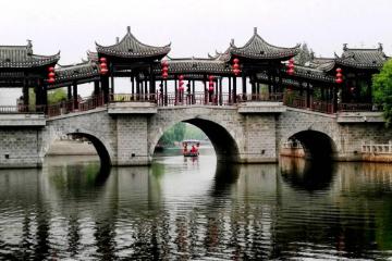 武汉出发安徽3日自驾游:蓝溪小镇-皖西大裂谷-万佛湖-三河古镇3日自驾游