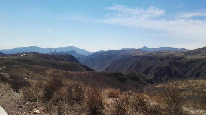 飞狐峪,飞狐峪为太行八陉之第六陉。飞狐峪沿途奇峰怪石,多有景观。飞狐峪自古为兵家必争之地。著名的一炷香景观也是在这里。