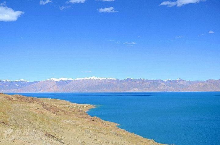 当惹雍措,当惹雍措是西藏四大雍错之一。过去除了偶尔在民间神话或传说中被提及,很少有人知道,到过那里的人很少。运气好的话可以在这里看到云海、晚霞、彩虹,这里空气清新,空气杂质少。