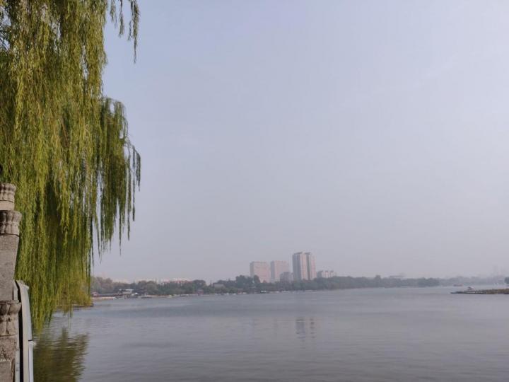 大明湖,大明湖门票价格老景区是30元每人,坐船游湖,其实真的是蛮好的去处,环湖走走也是不错的体验