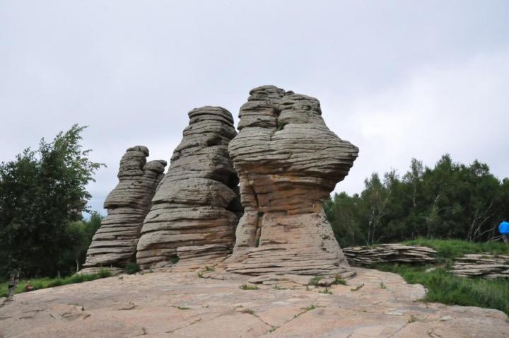 """阿斯哈图石林,阿斯哈图石林 门票140元每人,阿斯哈图石林是一个非常值得去游览的地方。可以看到大自然的""""鬼斧神工""""的千姿百态的石头和景观"""