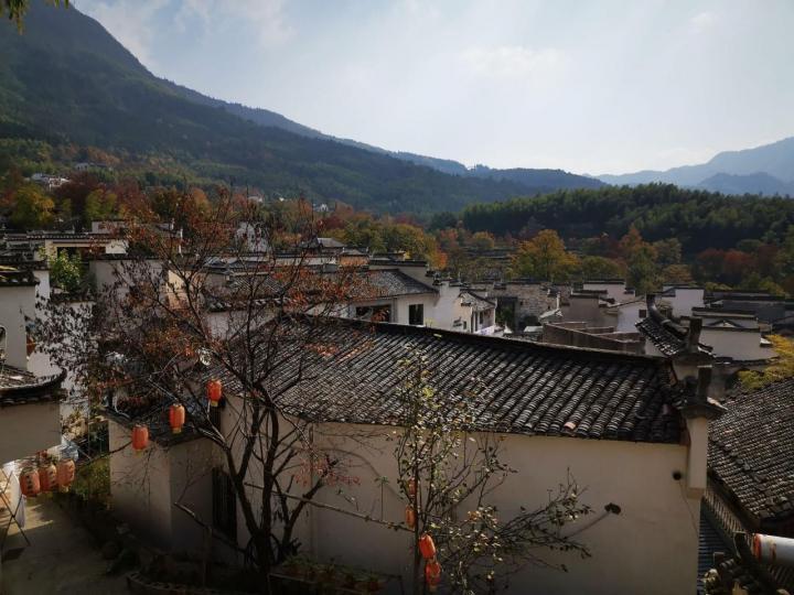 塔川村,秋天景色绝美,塔川村是一个欣赏秋景非常棒的地方。塔川村跟所有徽派村落一样,红的黄的点缀,徽建筑衬托,晨雾缭绕,炊烟袅袅,如诗如画。