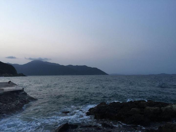 三门岛,三门岛旅游攻略主要是以看水为主,听说当地水质非常好就慕名而去的,果然最大的感想是像三门岛水质这么好的地方并不是很多。希望过来的游客可以保护环境,维护三门岛的长久生态。