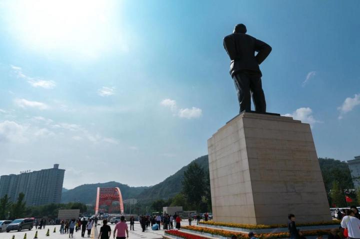 延安革命纪念馆,延安革命纪念馆位于宝塔区西北延河东岸,始建于1950年1月,原馆址在南关交际处,是中华人民共和国成立后最早建立的革命纪念馆之一。路过延安,行程再紧也要挤出时间去看看。