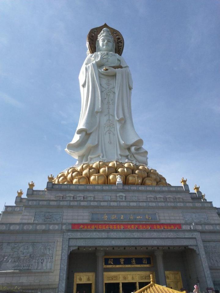 南山文化苑,南山文化苑位于南山景区内,游客众多,佛教圣地; 一共七层楼高,园区内建筑和植被的设计和施工都很到位。