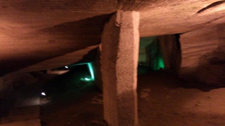 花山谜窟,据说花山迷窟距今已有一千七百多年了,共有36个神秘的石窟。其宏大壮阔、玄妙奇巧的石窟景象在全国实为罕见,其规模之恢弘,气势之壮观,独具特色,国内罕见。