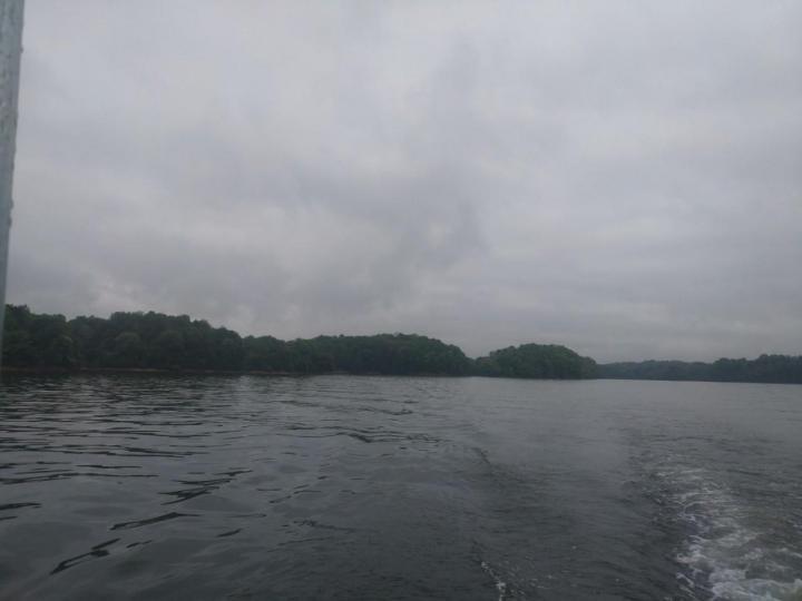 仙女湖,仙女湖旅游是一次绝美的体验,这是一个漂亮的地方,湖水清澈见底,蓝天白云下分外美丽。上佳的风景,仙女湖映衬着年保玉则的山峰,非常赞啊