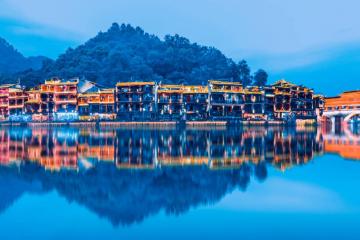 春节世界自然遗产张家界-凤凰古城-矮寨天问台六天自驾游