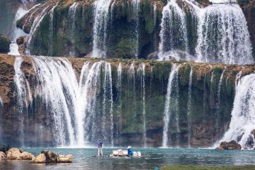 广西钦州三娘湾海滨,兴义万峰林油菜花,中越德天大瀑布5日自驾游
