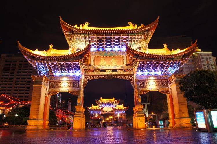 云南7天自驾游攻略,西双版纳、抚仙湖、建水、弥勒民族风情