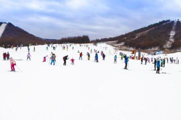 长沙出发湖北自驾游:赏三角山-体验冬季滑雪-欢乐篝火2日湖南周边游