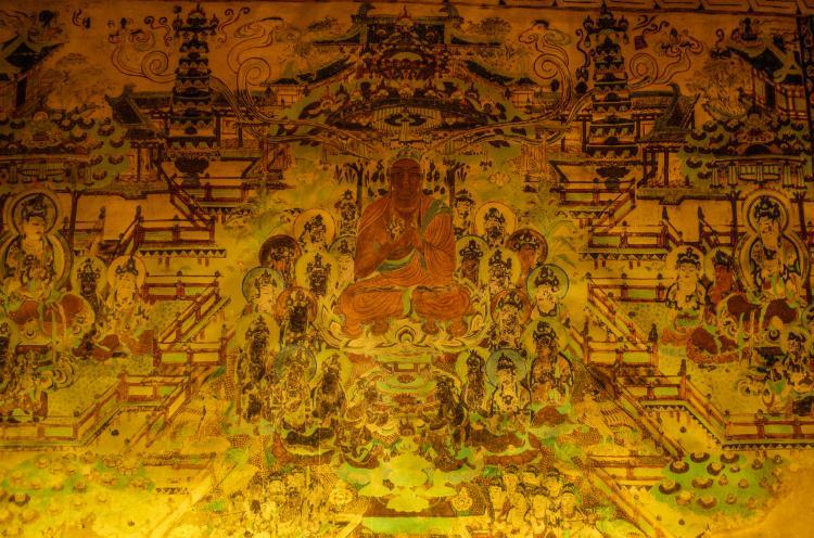 这是一辈子必须要去一次的地方,尤其是一个佛教徒更加不能够忽略,光光去看一下,佛教石窟的艺术珍宝就不枉此行了。特别是那一场球形天幕电影,真的很震撼。还有那些经久年衰的变淡的壁画,让人感受到时光的流逝,还有那些守护石窟的人代代人们
