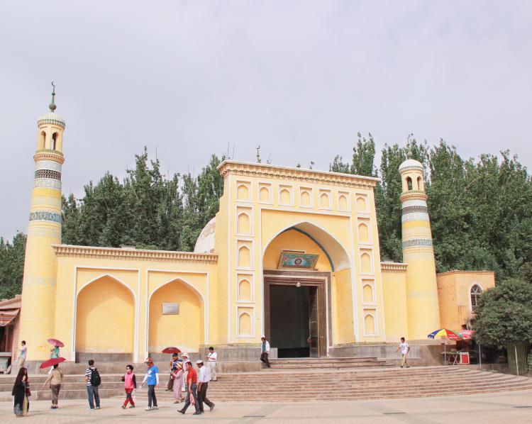 艾提尕尔清真寺。城里的清真寺的历史悠久,内部装饰典雅,念经时段不对公众开放。所以才更给人一种很神秘的感觉,对于这种标志性的绿色,总给人一种很舒适的感觉。