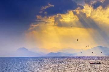 暑期【霞漫云贵】抚仙湖、普者黑、马岭河峡谷、晴隆24拐7日自驾游