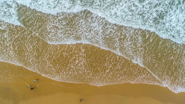 海陵岛自驾游就是那种海边伴着海风前行的样子,是所有旅游中最舒适的一种状态了,还有光脚踩在沙滩上的触感,真是让人留念