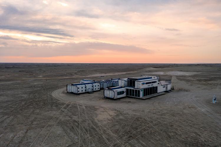 火星营地自驾游主要就是去营地附近玩,那边的太空舱太酷炫了,我现在发现青海的宝藏都在茫崖,有翡翠湖有火星营地