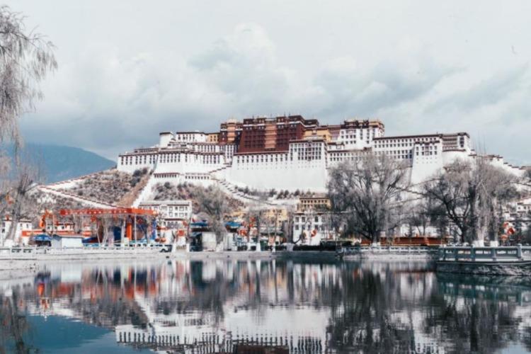 给大家提供一篇西藏自驾游最佳风景经典路线攻略