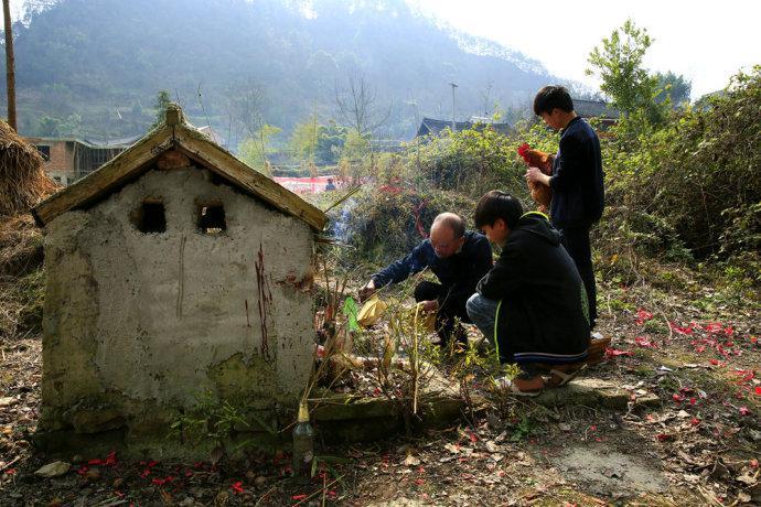 【自驾游攻略】贵州黔东南苗年风俗杀鸡敬土地神
