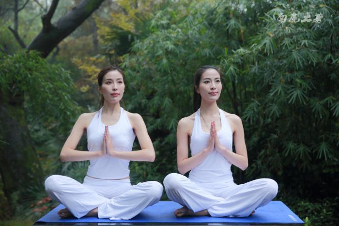 【自驾游攻略】天目湖南山竹海,美女瑜伽双胞胎美女过冬秘籍